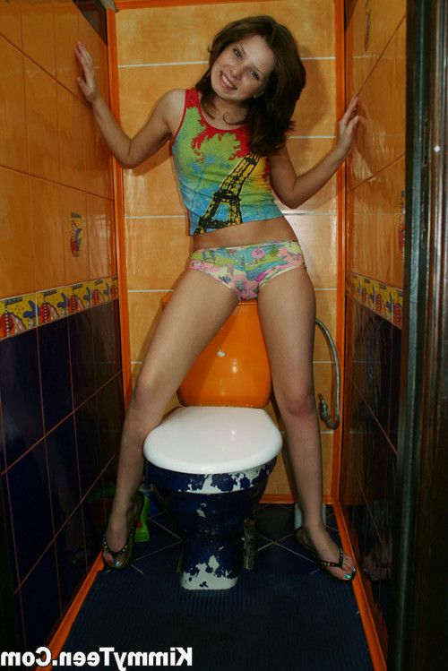 Kimmy can make even her loo a hot spot for some sexy posing