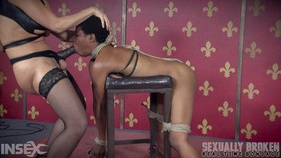 Kahlista enjoys multiple orgasms and intense breath play!