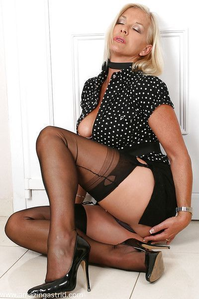 Kicky mature wench in dress clothes taking off her panties and teasing her gash