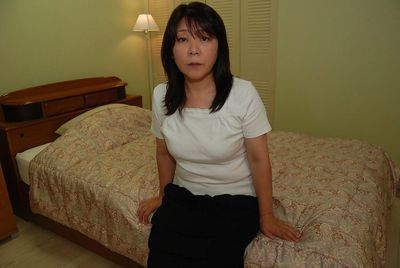 Oriental milf with an fantastic gazoo and insignificant breasts Sayuri Nozawa act some posing