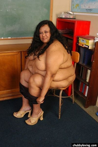 SSBBW educator Debrina letting her hard saggy billibongs loose in classroom