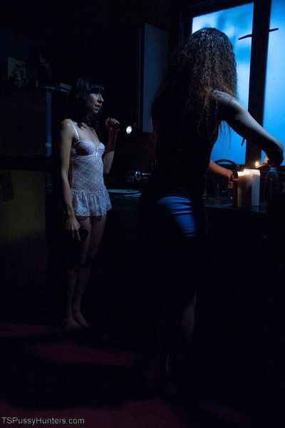 A building wide power outage makes fast fuck buddies out of becca and vivi who p