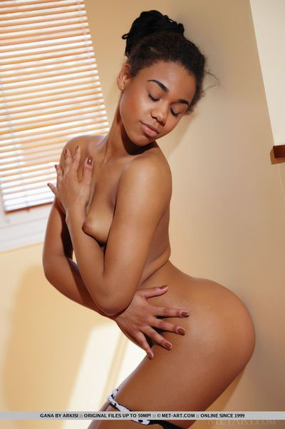 Smoking hot ebony goddess Gana stretches her shaved pink slit