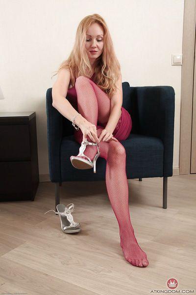 Stocking attired mature blonde revealing hairy cunt for masturbation
