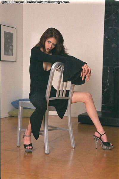 Babe Amanda Lamb with sexy long legs posing and jilling hard