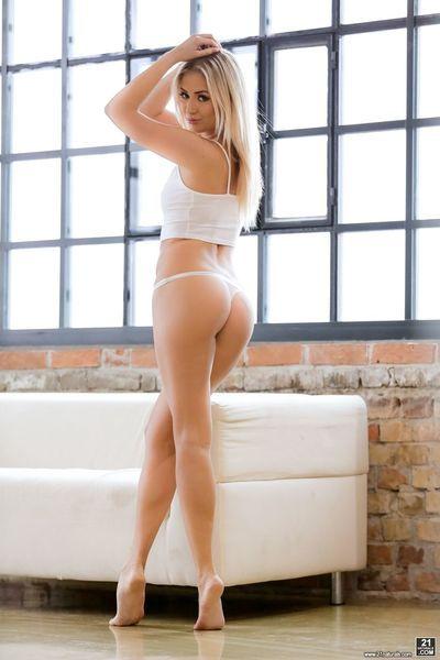 Beautiful blonde Cayla Lyons can
