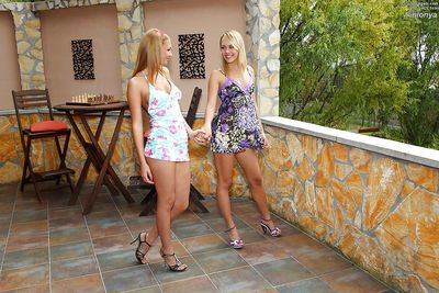 Ravishing amateur lesbian gets her pussy licked and fisted outdoor