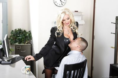 Hot MILF Brittany Andrews gets her toes and love holes licked by her male pet