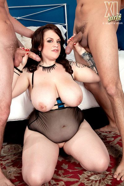 Xl girl doubles her pleasure in anal threesome