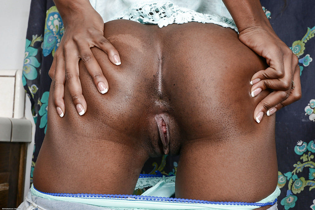 Ebony Tiffany Tailor is demonstrating her stunning black ass!