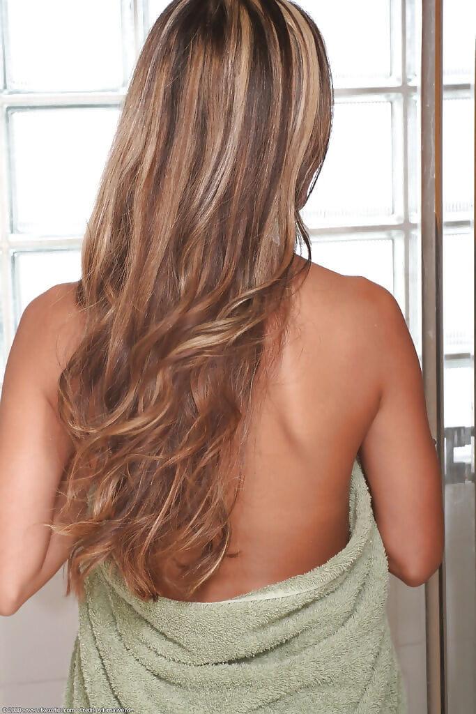 Skinny Asian amateur Kara modelling topless before shower