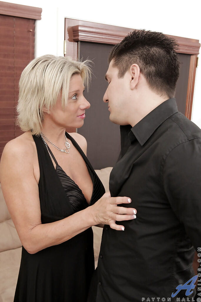 Sassy MILF with saggy tits gets her shaved pussy licked and shafted hard