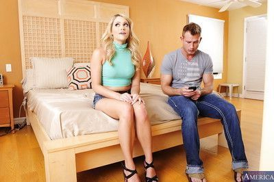 Cheeky blonde wife Mia Malkova adores working with big daggers