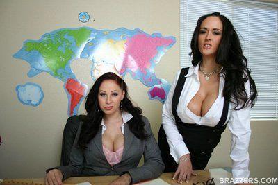 MILF hotties Gianna Michaels and Carmella Bing stripping at school