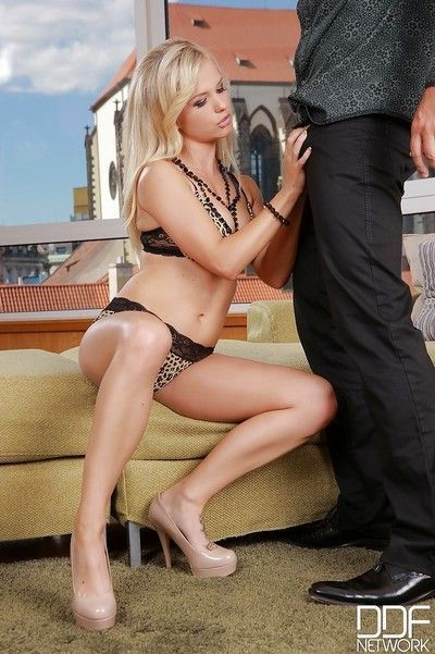 European blonde Bella Baby makes her man cum with an awesome blowjob