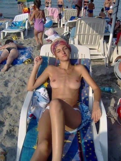Amateur beach candids and voyeur photos mix