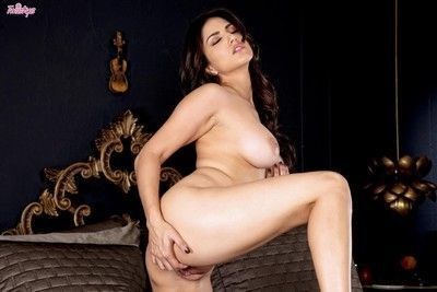 Slutty asian chick sunny leone plays with pussy