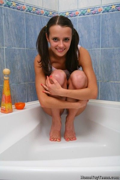 Cute lil teen girl fucks her shampoo bottle