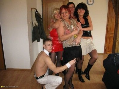 Kinky mature sexparty takes its climax