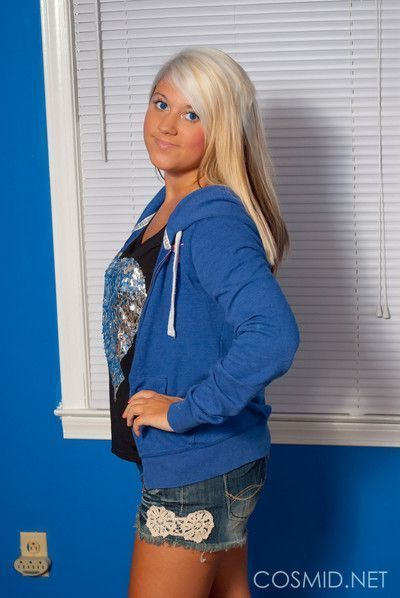 Amazing blonde teen babe