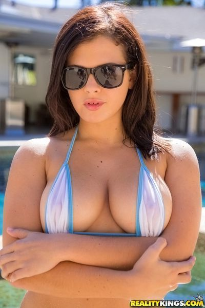 Babe in glasses Keisha Grey reveals her natural big boobies on cam