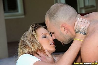 Tattooed MILF with big natural tits gets her twat drilled outdoor