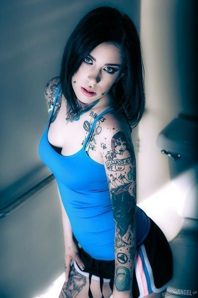 Brunette tattoo model revealing tiny tits and tight ass before masturbating