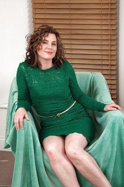 Captivating amateur mature woman Sofia Matthews is a sultry bitch
