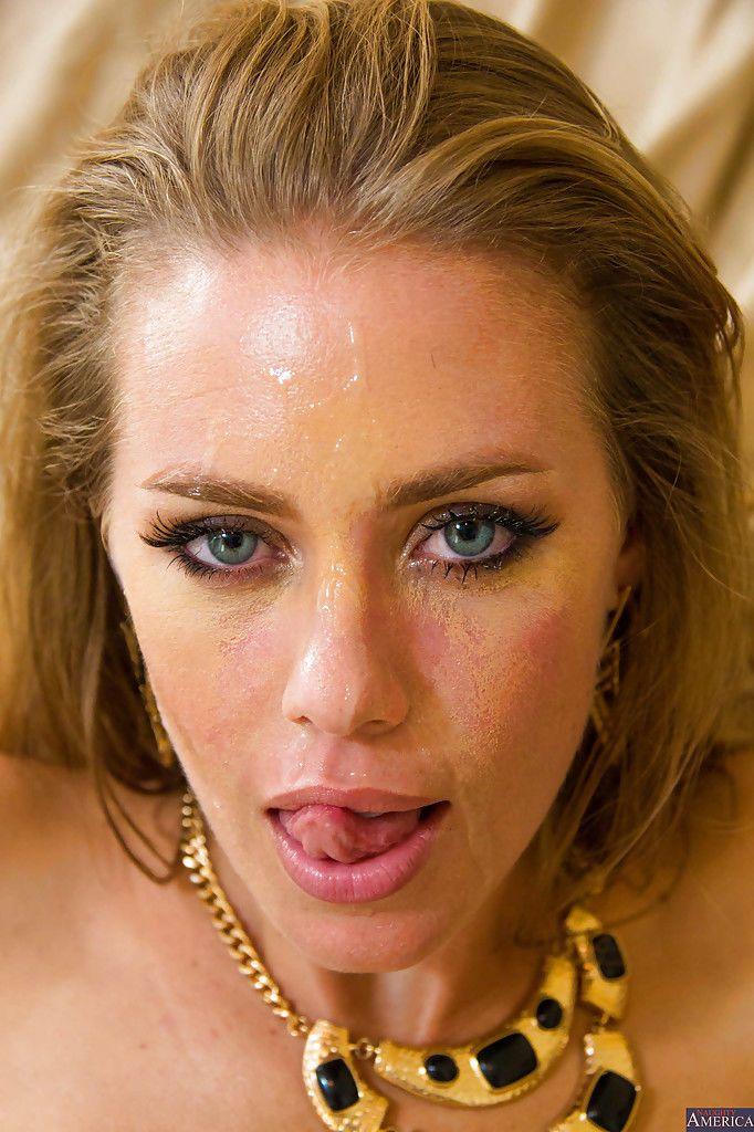 Nicole Aniston Pov Gesichtsbehandlung